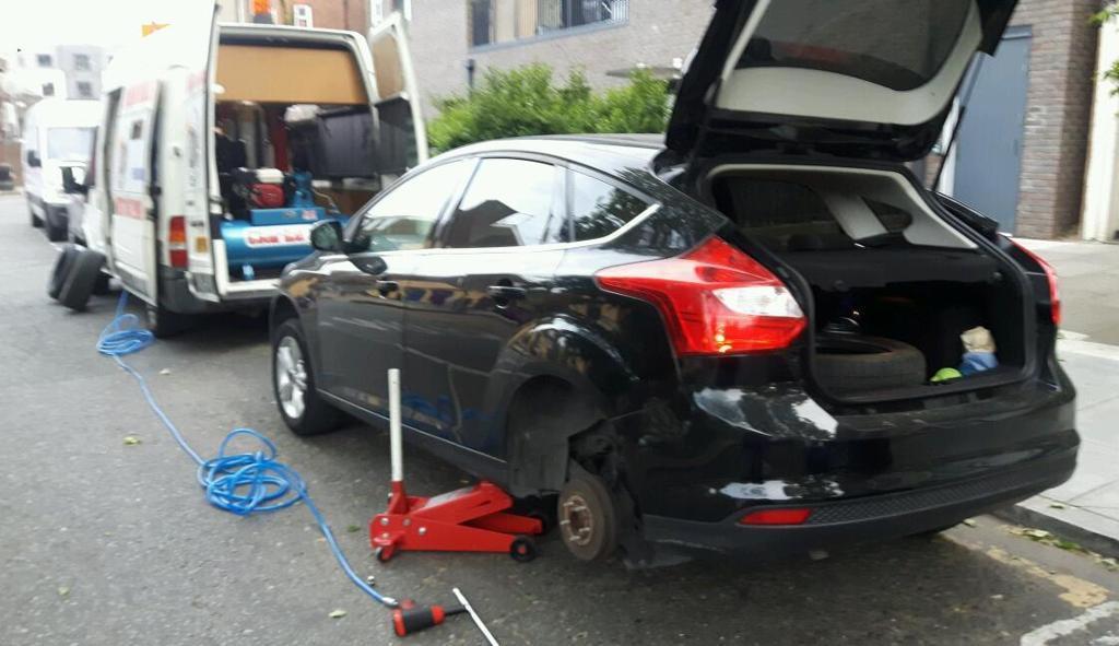 Cứu hộ 0905678112 trung tâm cứu hộ lốp ô tô uy tín và đáng tin cậy nhất hiện nay