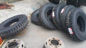 Cứu hộ xe ô tô bị xịt lốp
