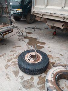 dịch vụ cứu hộ lốp ô tô tận nơi
